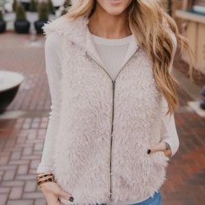 BB Dakota NWT Arctic Foxy Hooded Wubby Vest medium